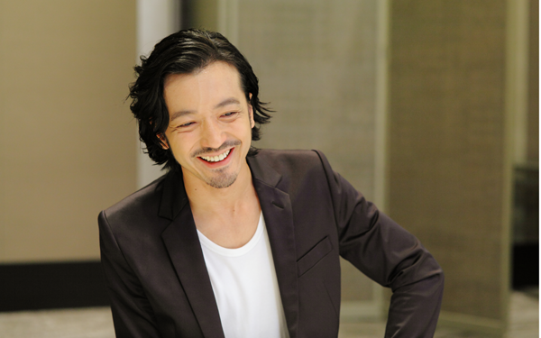 第2回目にスペシャルゲストとして登場してくれたのは、俳優、そしてロックバンド『RIZE』のドラマーとして活躍する、今年3月に結婚した金子ノブアキさん。
