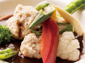 【vol.29今月のまかないごはん】鶏のつくねと春野菜のデミグラスソース