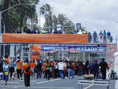 ハリウッドなど観光地を駆け抜ける「ロサンゼルスマラソン」