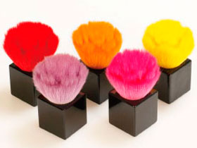 ビビッドカラーがかわいい♪ 「熊野筆」のコラボブラシが登場