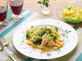 カニとブロッコリーのペンネ & グレープフルーツのサラダ