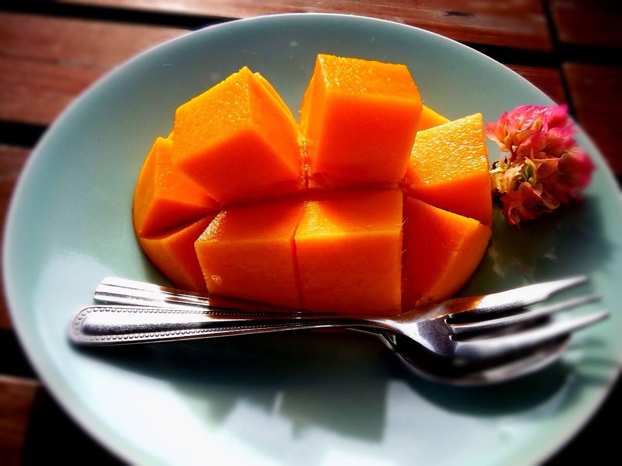 完熟マンゴーを召し上がれ( *´艸`)