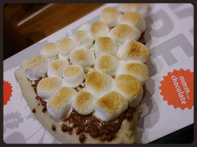 チョコ好きには堪らないあま~~~いピザ