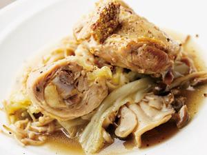 【vol.45今月のまかないごはん】キノコと骨付き鶏モモ肉の蒸し煮