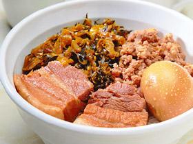煮込んだ角煮がごろり! 台湾の人気メニュー「魯肉飯」