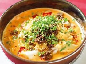 濃厚なスープがやみつきに! 豪華具だくさんの「担々麺」