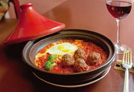 路地裏の別世界でモロッコ料理 「MOROCCA」