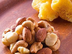 スモーキーな香りが広がる 「燻製ミックスナッツ」