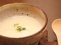 ミキサーさえあれば、簡単、オイシイ! 新タマネギと豆乳のスープ