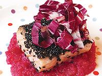 秋鮭の黒ごま焼き おろしビーツソース
