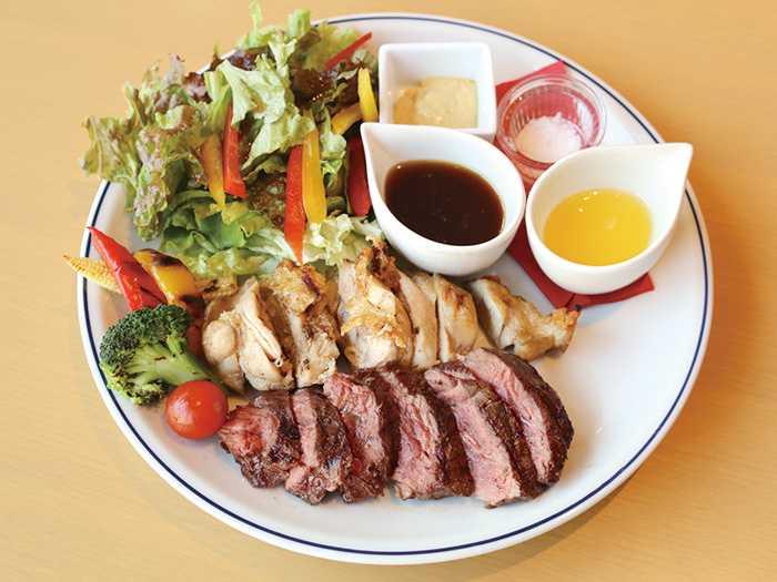 Café Xando 大名店 「ミックスグリル(牛サガリ・日向鶏)」