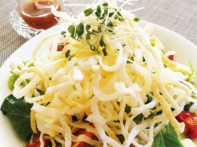 【vol.33】簡単揚げめんで食欲アップのサラダに「パリパリ揚げビーフンサラダ」