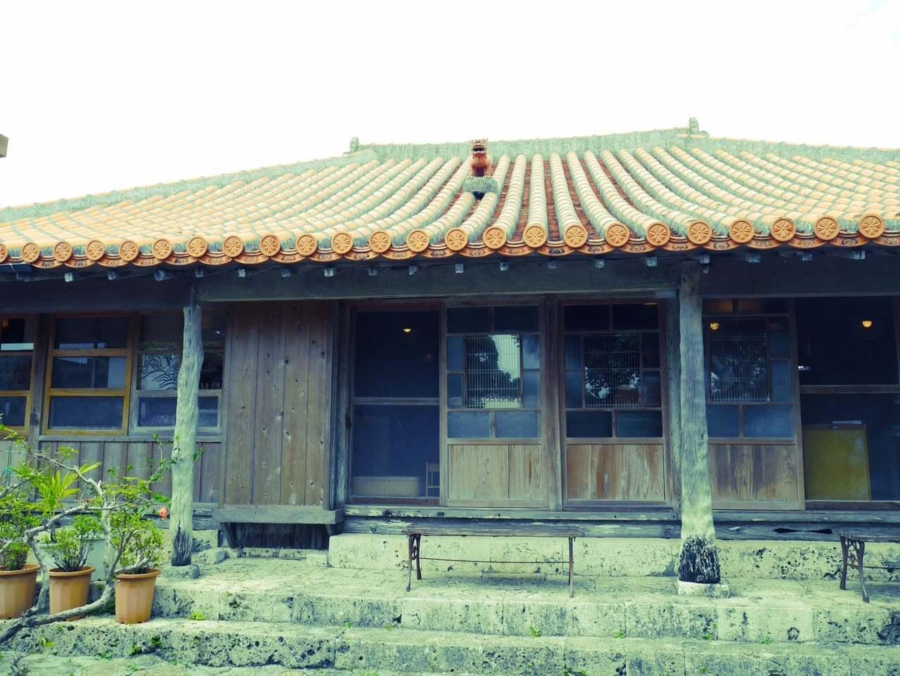【沖縄】琉球の庭園を見ながらor古民家 どっちでご飯を食べよう