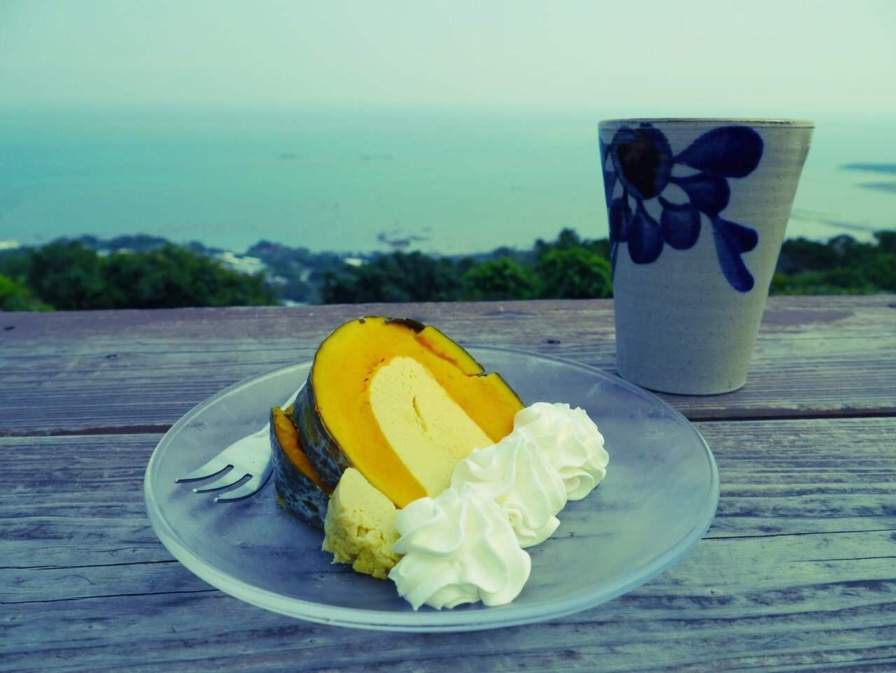 目の前は海!絶景ブランコのある海カフェ