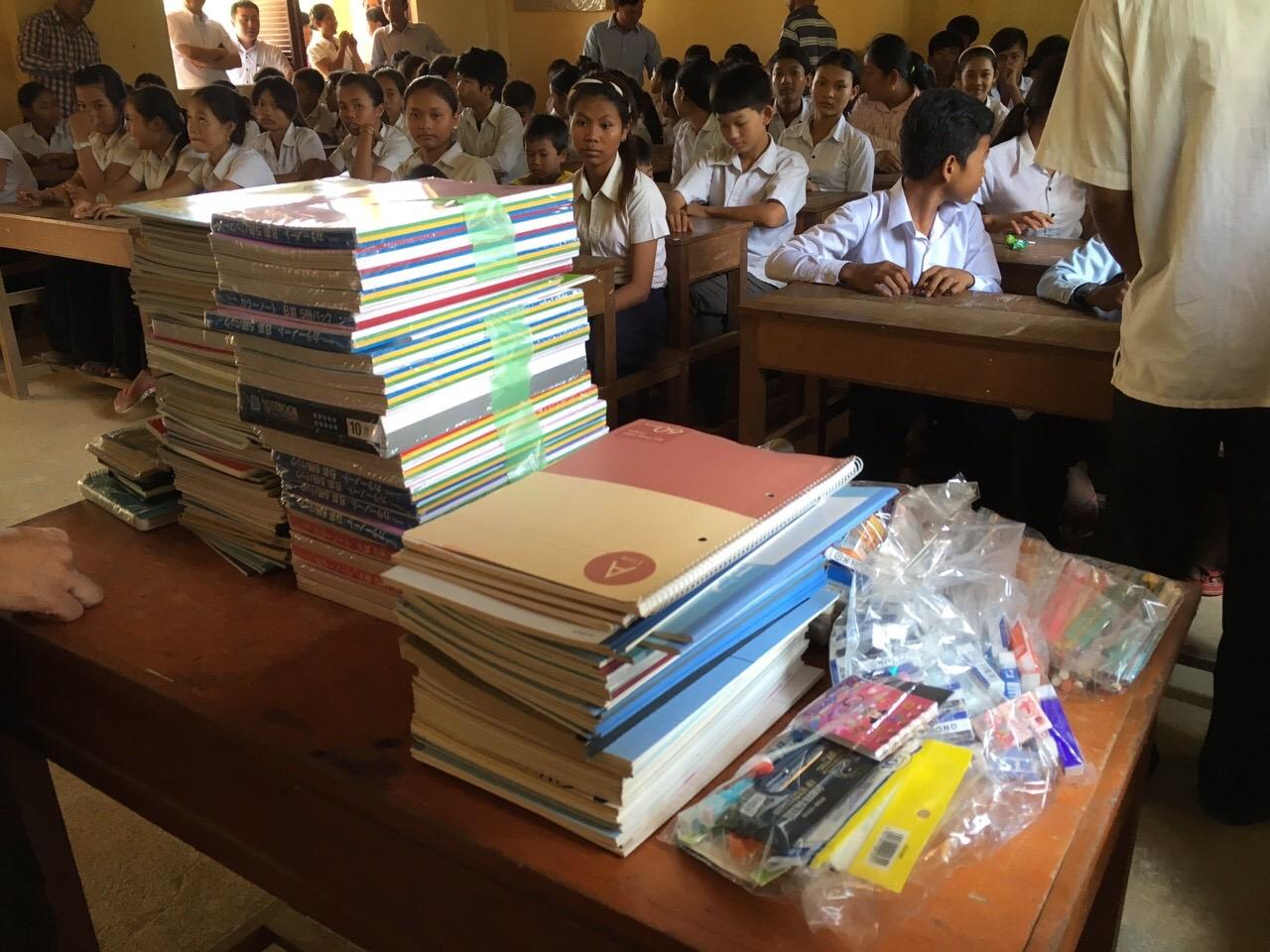 いつもとは一味違う旅へ!カンボジアの子供たちへ文房具を届ける旅!