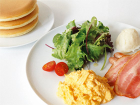 シンプルなパンケーキは朝食にも 「パンケーキ リストランテ」