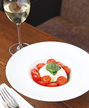 トマトとブッラティーナのカプレーゼ