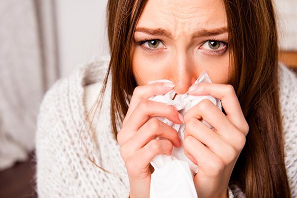 その「鼻のかみ方」あってる? 間違った鼻のかみ方が招く健康リスク