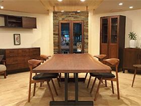 無垢(むく)材を使った家具専門店 「ウッディハート」