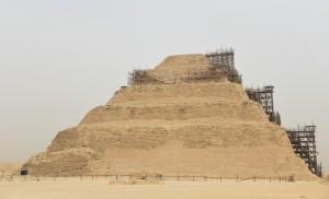 エジプト⑬ サッカラ☆ジェセル王の『階段ピラミッド』