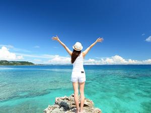 海外旅行と国内旅行、夏休みに行くなら?