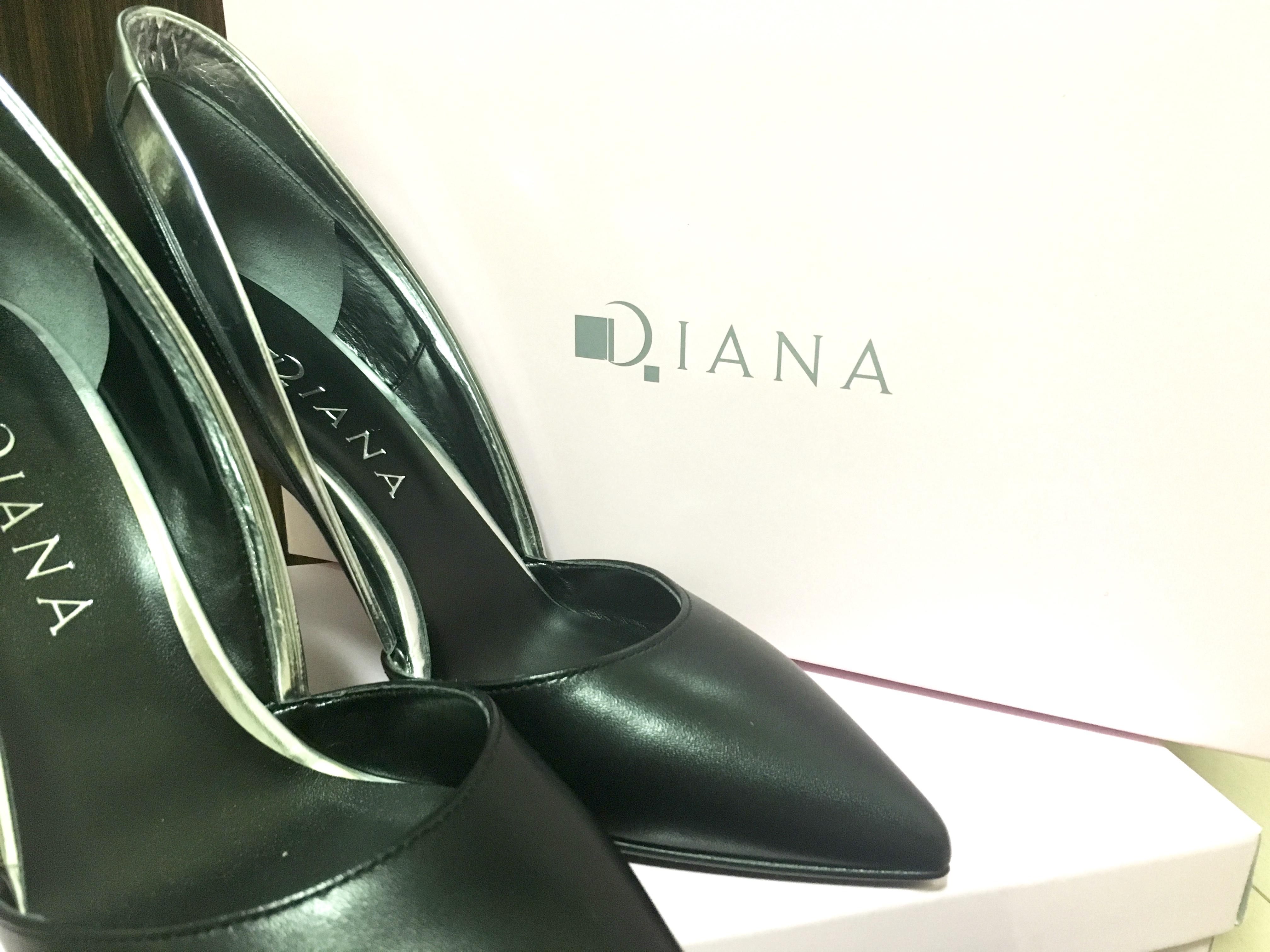 ダイアナの靴。やっぱり素敵。