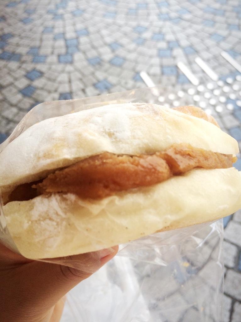 もちもちふわふわトッピングたっぷりのフランスパン?【横須賀ベーカリー】
