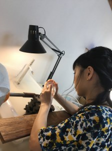 吾妻橋のふもとで江戸切子グラス作り体験