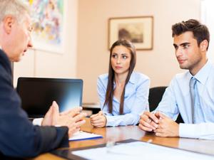 結婚の報告、社内のどの程度の範囲の人に報告するべき?