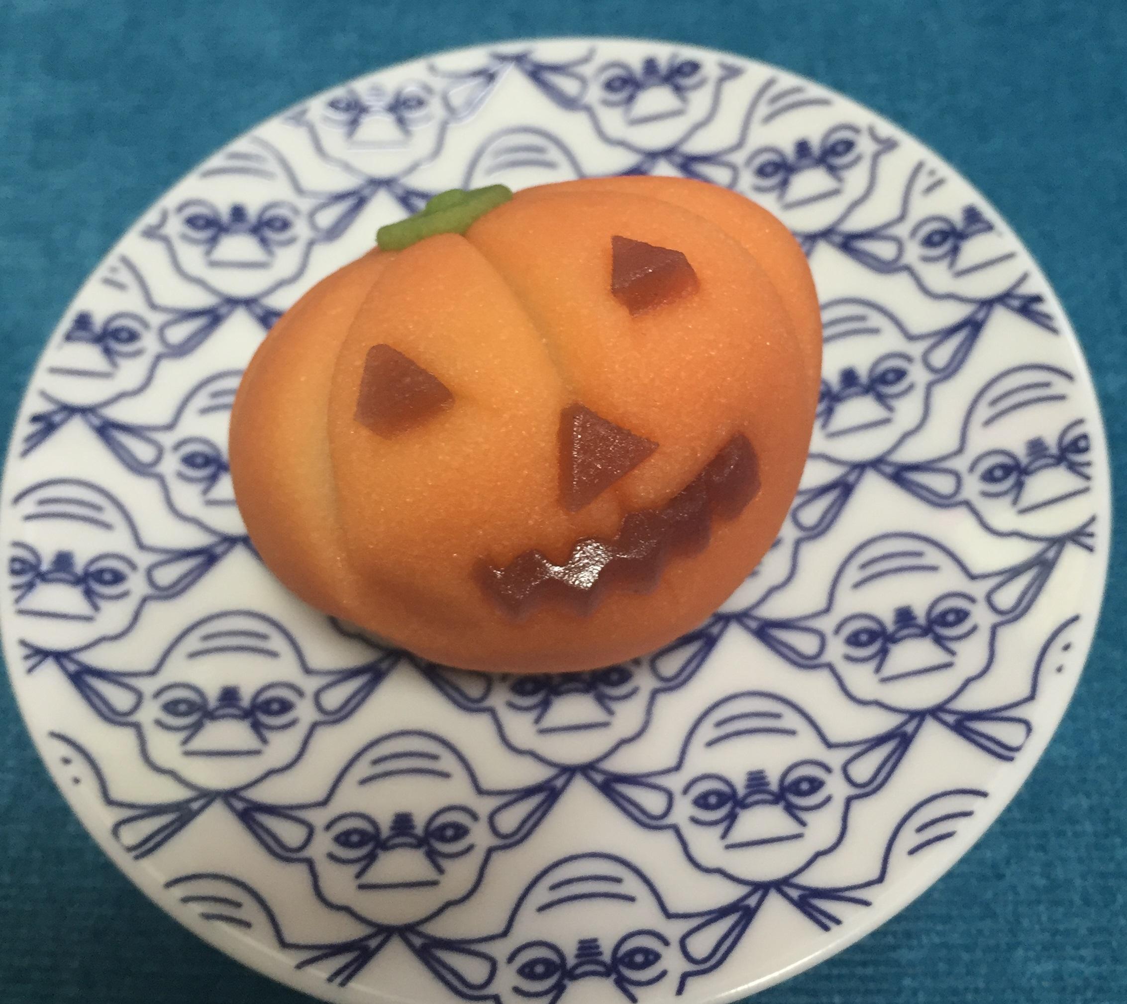 Halloweenの雰囲気は和菓子で取り入れてみました