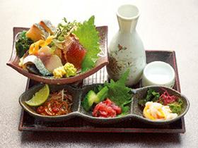 好みの日本酒と塩辛が見つかる 「駿河屋賀兵衛」