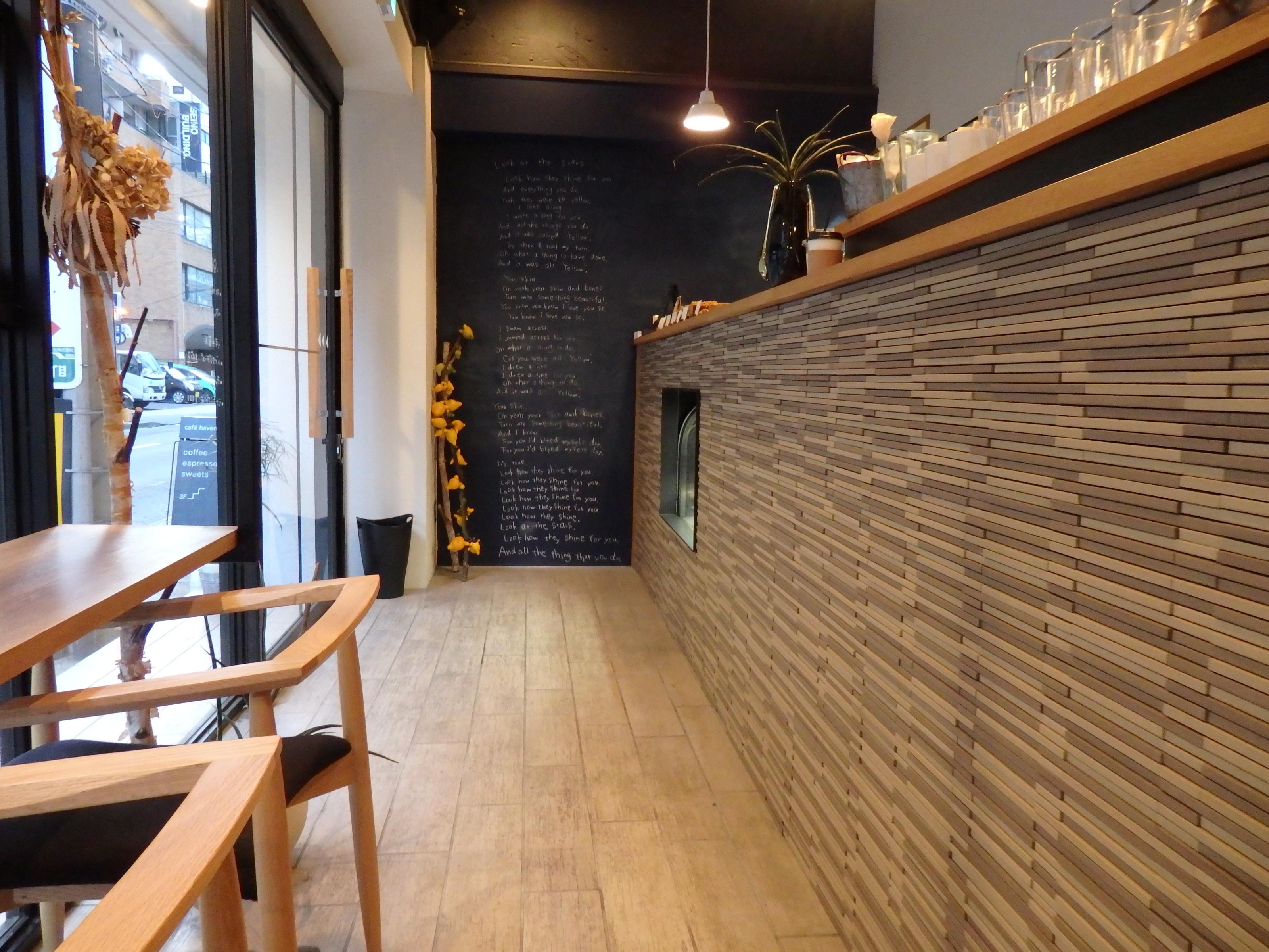 【Cafe*Vol.6】窓際でくつろぐ焼き菓子の美味しいカフェ