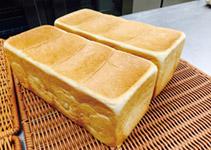 「最高級食パン専門店 い志かわ」ほか