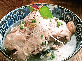 まろやかなスープが染み渡る ほろほろの鶏といただく薬膳粥