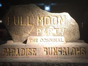 """タイで満月の夜だけ開催される、秘密の """"フルムーンパーティー"""""""