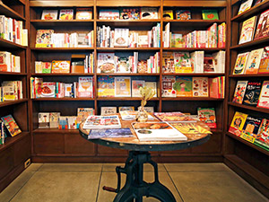 個性が際立つ書店へ