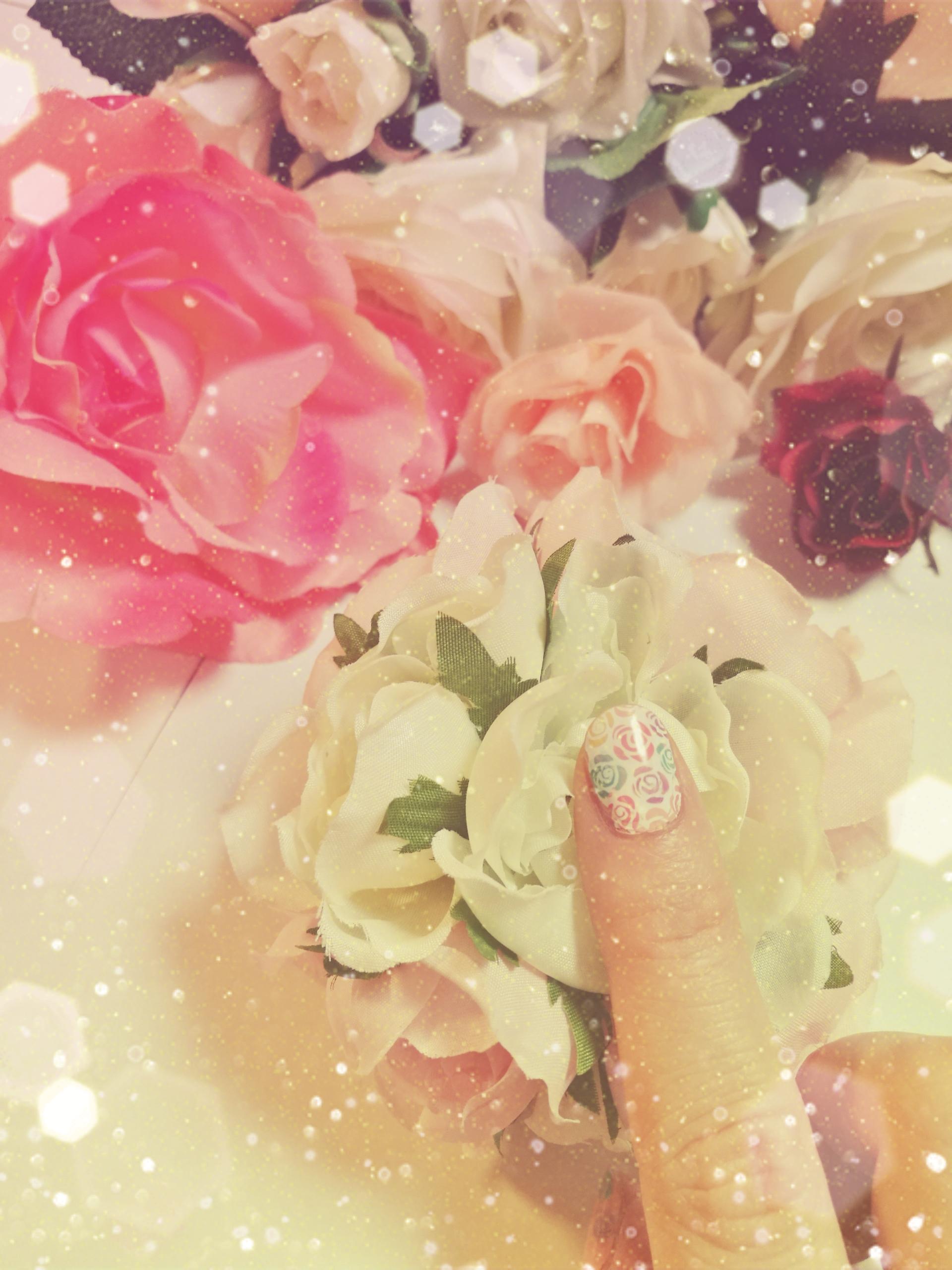 MOYOU LONDONでカラフルなバラに挑戦!動画で紹介するネイル術