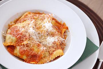 写真 リコッタチーズと季節の野菜のラビオリ