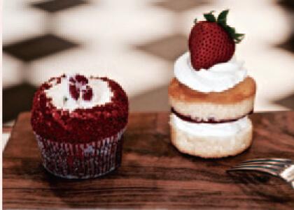 「レッドベルベットカップケーキ」600円