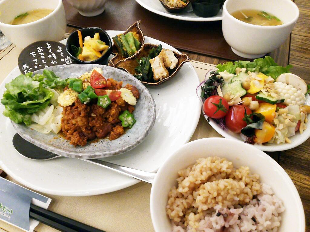 梅田で穴場のカフェ:玄米自然食レストラン☆☆☆