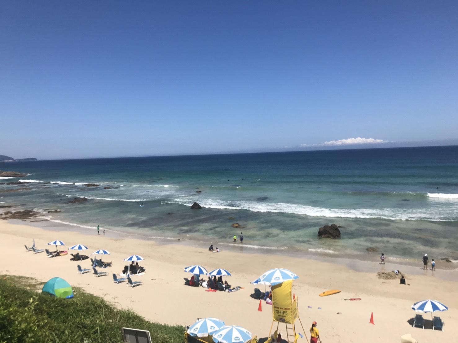 水と砂の綺麗な海で海水浴