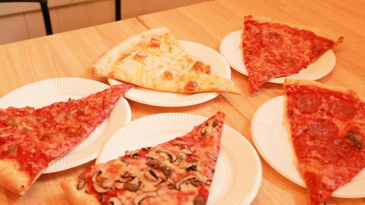 ワンコインで気軽に楽しめる!ニューヨークスタイルのビッグなピザ