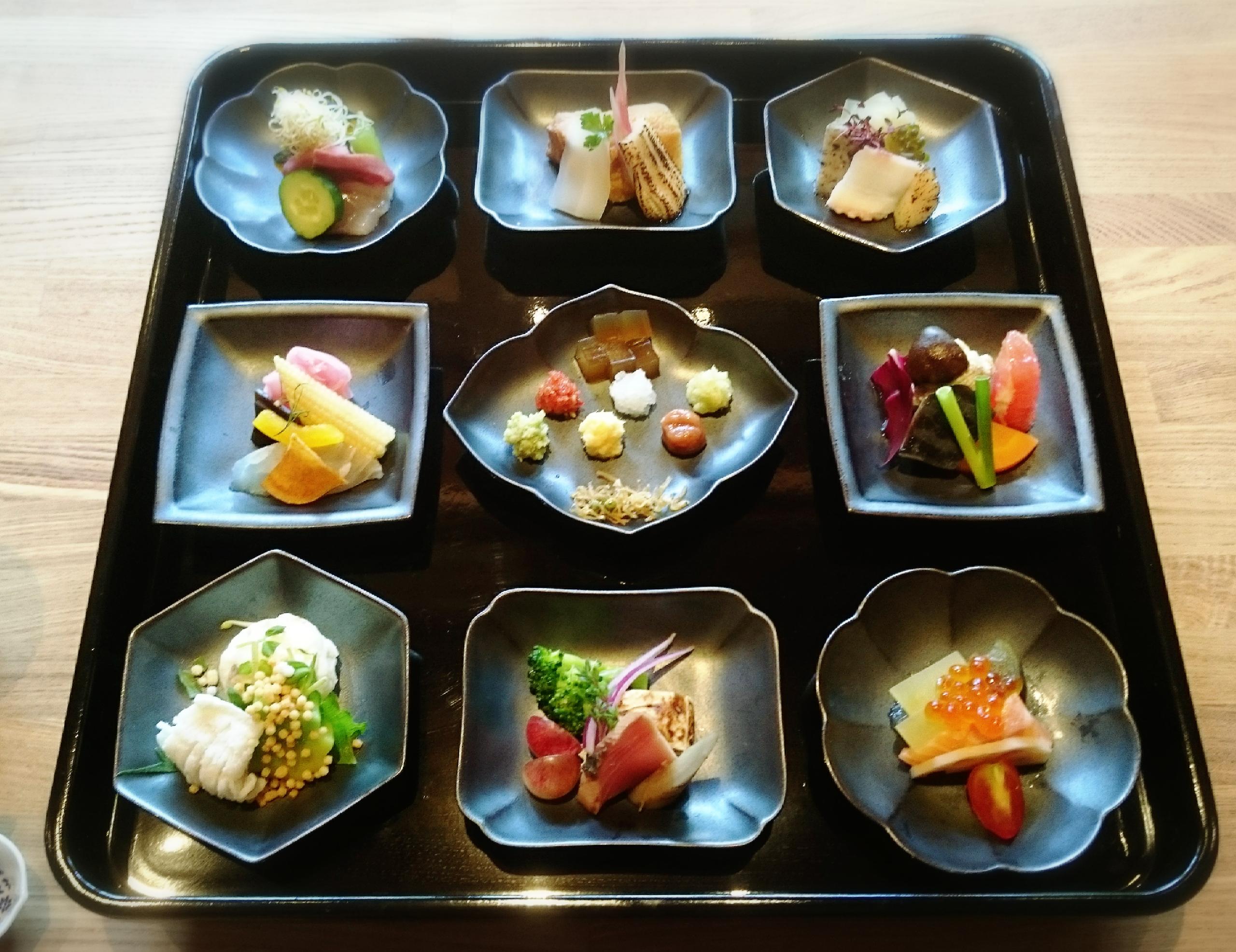 見て楽しい♪食べて美味しい♪京都で味わう手和え寿し『AWOMB』
