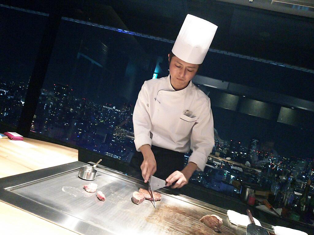 NEW OPEN!鉄板焼きステーキが楽しめる「ニュー松坂 」梅田32番街店