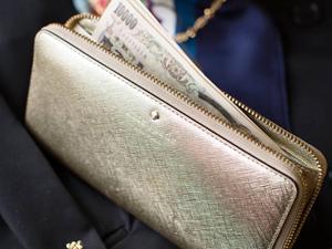 2018年は●色がおすすめ★ 風水で金運アップする財布を持とう