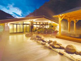 箱根の森に包まれた大露天風呂へ!