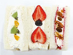 薬院大通◆パン屋「むつか堂」のフルーツミックスサンド