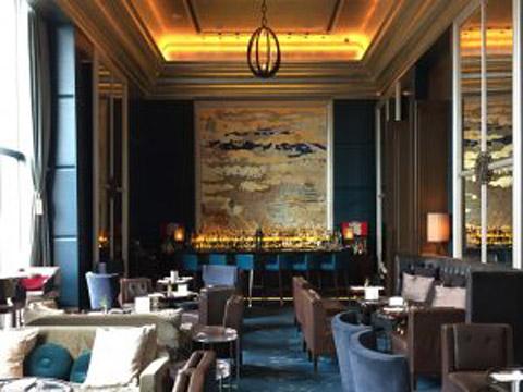 「世界のトップ100ホテル」にも選ばれたラグジュアリーな別世界へ【セント レジス ホテル 大阪】
