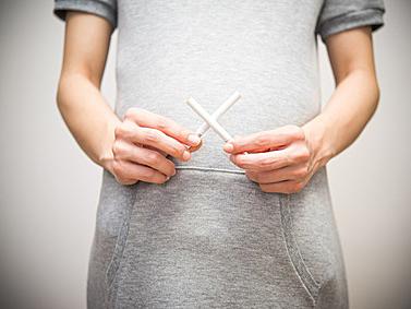 不妊や閉経の早まる原因に! 百害あって一利なし「たばこ」のこと