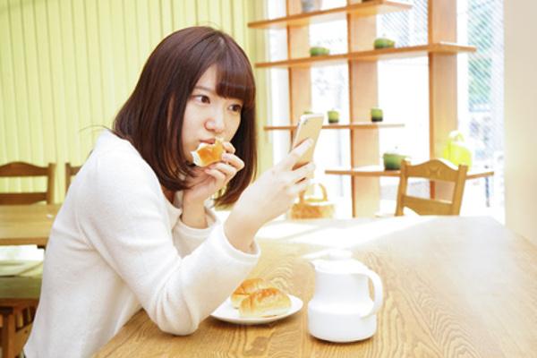 働く女性のニュースチェック【後編】朝or夜、それとも通勤時間? 一番多い時間帯は?